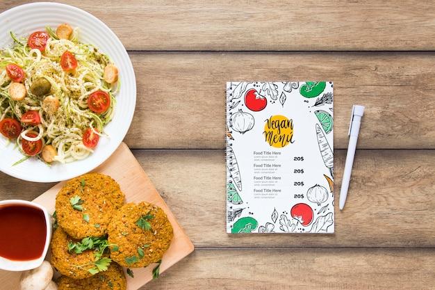 Вид сверху ассортимент со здоровой едой и меню