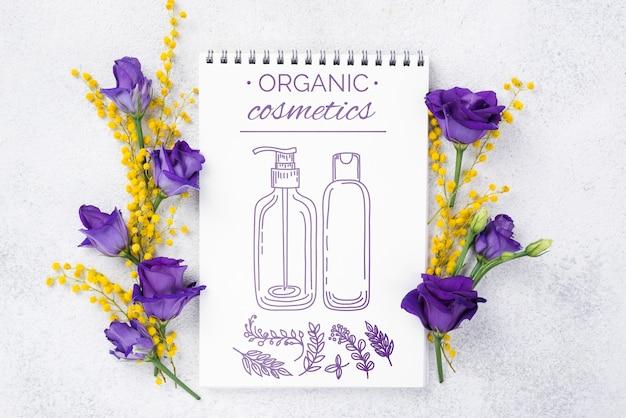 花とトップビュー化粧品モックアップ