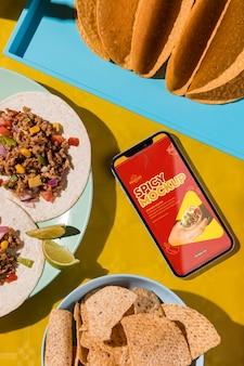 Vista dall'alto deliziosi tacos sul piatto mock-up