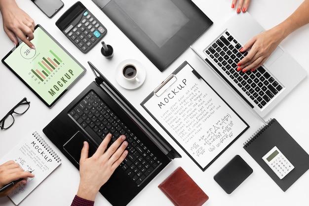 Vista dall'alto del modello di concetto di scrivania