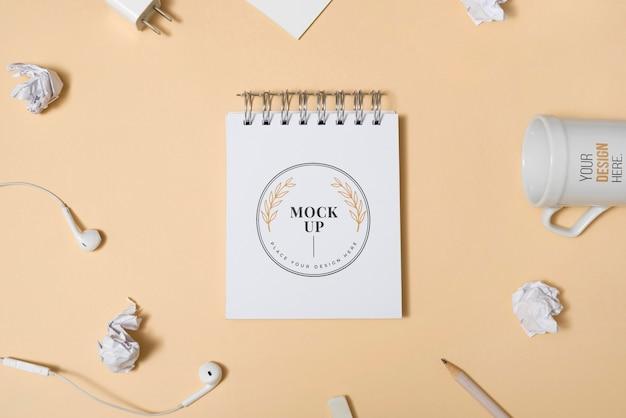 Рабочий стол макет с бумагой