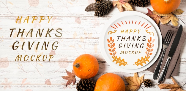 トップビューフルーツと乾燥した葉の感謝祭のモックアップ