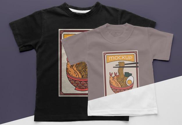 상위 뷰 일본 티셔츠 목업 구색