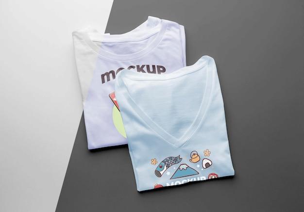 Композиция макета японской футболки вид сверху