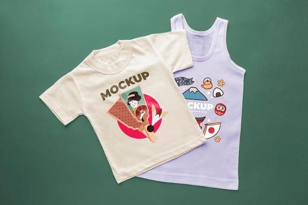 상위 뷰 일본 티셔츠 목업 구성
