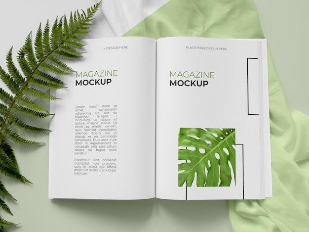 상위 뷰 잡지 및 식물 모형