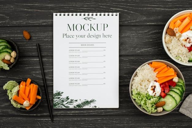 Mock-up vista dall'alto con cibo delizioso