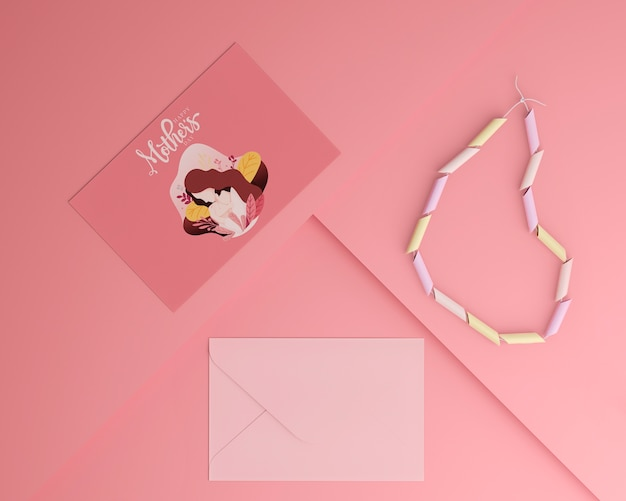 상위 뷰 어머니의 날 카드 및 모형과 봉투