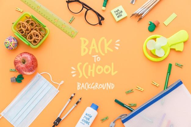 学校に戻る鉛筆と必需品の平面図