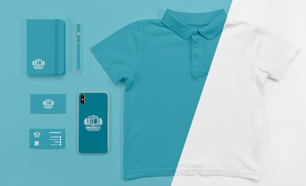 Tシャツと学校に戻るスマートフォンの平面図