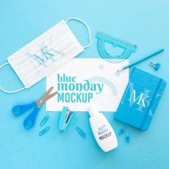 医療マスク付きの青い月曜日の文房具の上面図