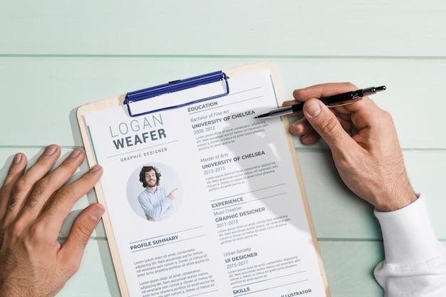 Вид сверху макета концепции брошюры