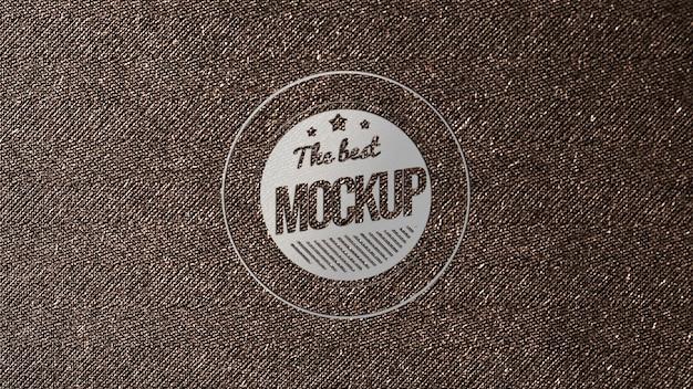 織り目加工のペーパーでのビジネスカードのモックアップのトップビュー