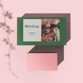 ボックスに写真付きのカードの平面図