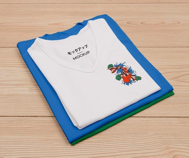 Вид сверху на симпатичный макет концепции футболки