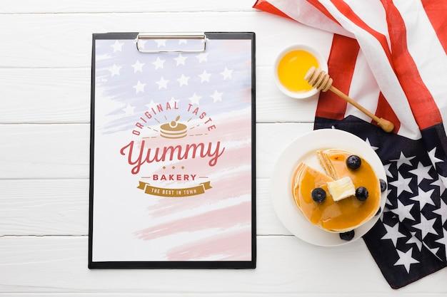 Вид сверху вкусной американской еды макет