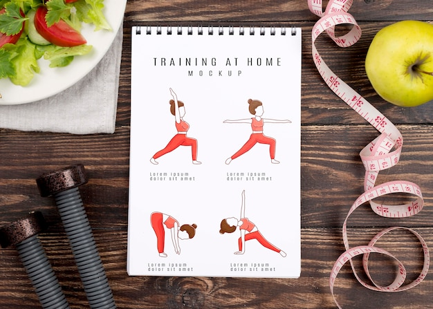 Вид сверху фитнес-тетради с весами и рулеткой