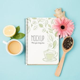 Вид сверху на макет концепции травяного чая