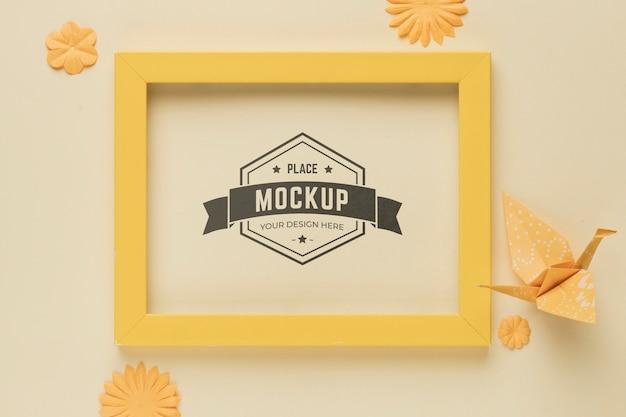 紙の装飾が施されたモックアップフレームの平面図