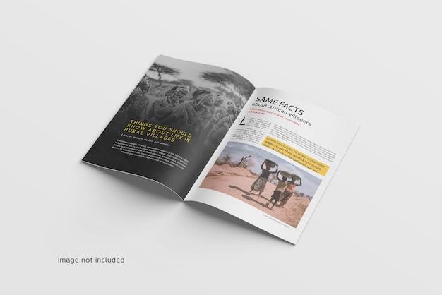 열린 잡지 또는 카탈로그 모형의 상위 뷰