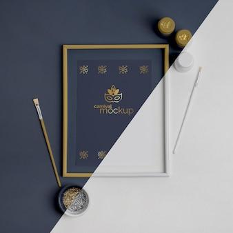 ペイントブラシとフレームを使用した単純なカーニバルの招待状の上面図