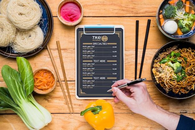 タイ料理コンセプトモックアップのトップビュー