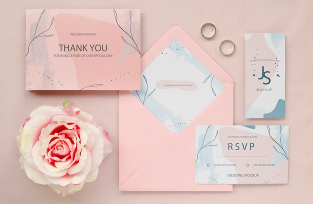 장미와 반지 웨딩 카드의 상위 뷰