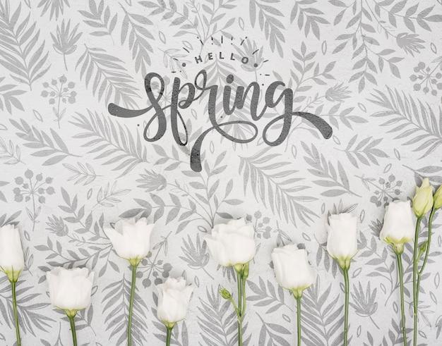 春の白いバラのトップビュー