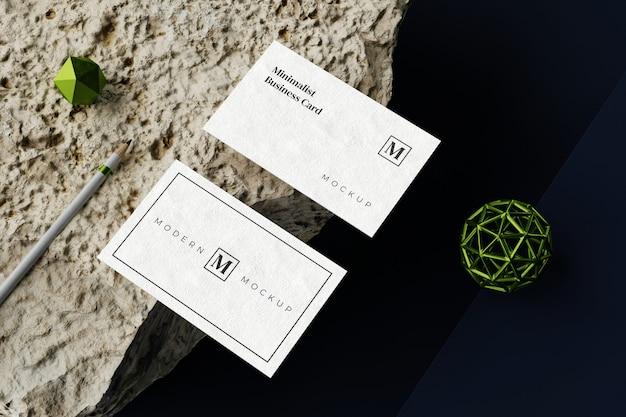 Вид сверху на макет визитной карточки