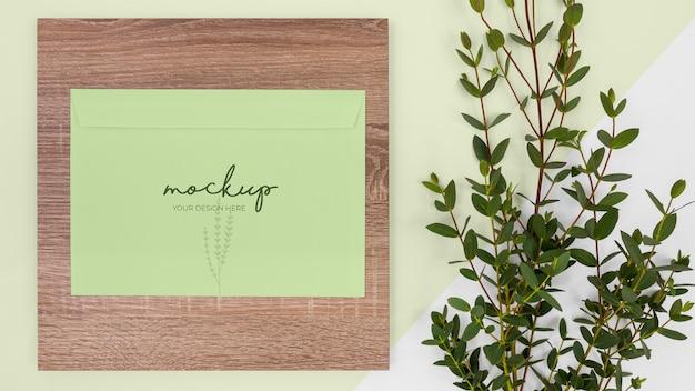 トップビューの植物、文房具、木材
