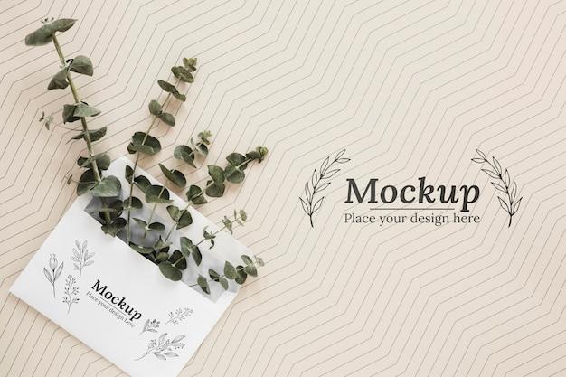 封筒のトップビュー植物