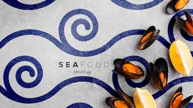 Assortimento di frutti di mare vista dall'alto con mock-up