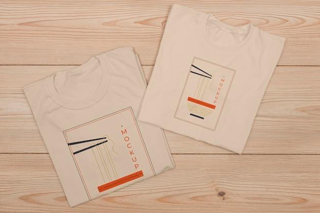 Vista dall'alto del modello di concetto di t-shirt