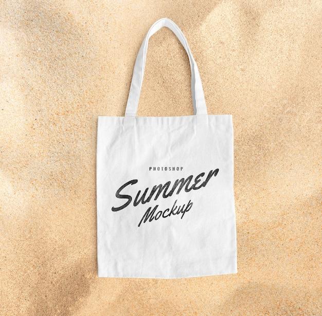 Сумка-тоут на пляже, макет