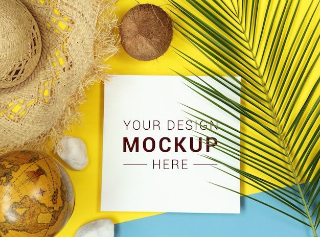 Тропический макет с пальмовых листьев и глобус