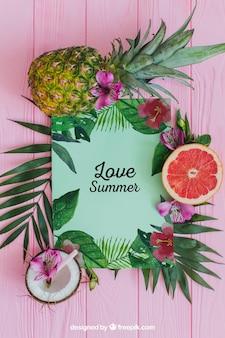 Тропическая летняя композиция с листьями и фруктами