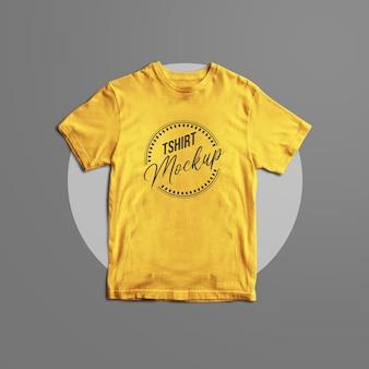 分離されたtシャツのモックアップデザイン