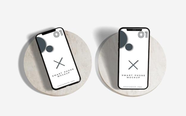 大理石の表面に2つのモバイル現実的な携帯電話のモックアップ