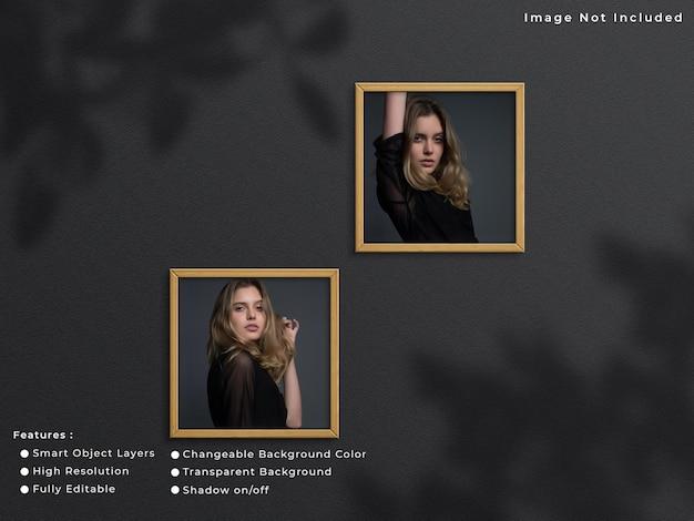 그림자가 있는 벽 배경에 매달려 있는 두 개의 정사각형 나무 사진 프레임 모형.