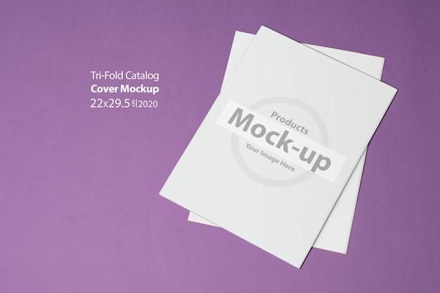 Два тройных каталога с заглушкой на фиолетовой стене
