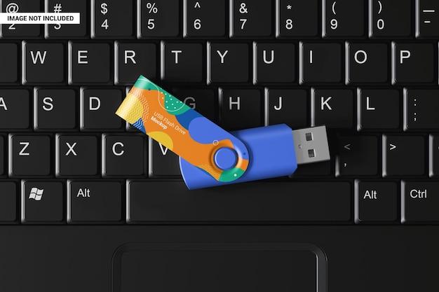 ノートパソコンのキーボードモックアップのusbスティック