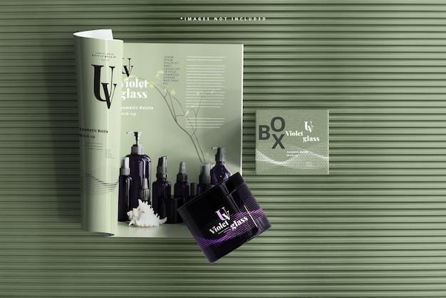 雑誌のモックアップが付いているuvガラス化粧品の瓶