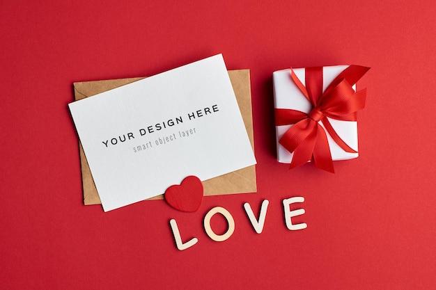 선물 상자와 붉은 마음 발렌타인 데이 카드 모형