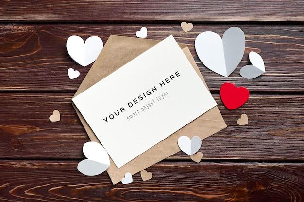 Макет карты дня святого валентина с бумажными сердечками