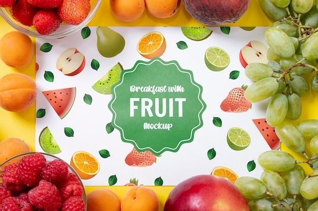 Vari tipi di frutta per la colazione mock-up