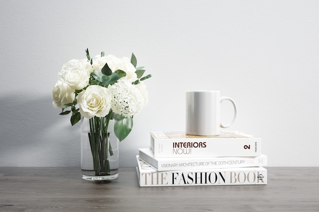 花瓶、マグカップ、積み重ねられた本