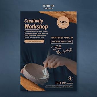 Modello di volantino verticale per laboratorio di ceramica creativa con donna