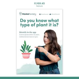 여자와 관엽 식물 관리를 위한 수직 전단지 템플릿