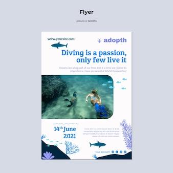 Modello di volantino verticale per immersioni subacquee
