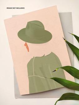 Вертикальная открытка с макетом конверта